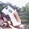 Caminhão cai em rio no Piauí após a ponte não suportar peso; veja fotos!