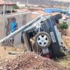 Veículo de Simões tomba em avenida de Jacobina do Piauí