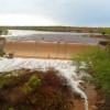 Após forte chuva, barragem transborda em município da região de Picos