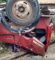 Caminhão pipa tomba no centro de Francisco Santos; veja imagens!