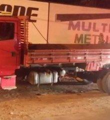 Bandidos roubam caminhão e fazem três reféns em Francisco Santos