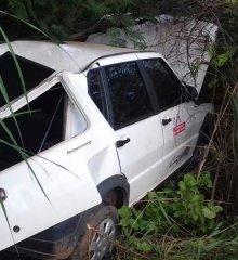 Fiat Uno que era usado como  transporte  para paciente em Vila Nova se envolve em acidente na BR 316