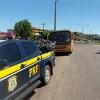 Ônibus é flagrado transportando alunos irregularmente em Picos