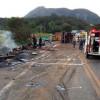 Grave acidente com 2 ambulâncias, 1 carreta e 1 ônibus deixa 15 mortos em BR