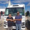 FRANCISCO MACEDO | Prefeito Nonato Alencar recebe 'caminhão baú frigorífico'; veículo vai ampliar o escoamento da produção de leite local