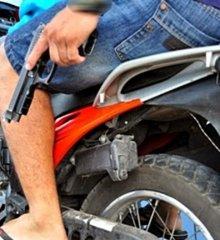 Em São Julião, dupla armada assalta residência na zona rural
