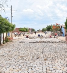 Em Campo Grande do Piauí, obras de pavimentação em paralelepípedo estão em ritmo acelerado