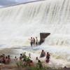 Barragem sangra em cidade do Piauí e atrai muitos turistas; veja fotos e vídeo