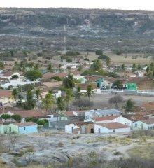 Em Monsenhor Hipólito, bando invade residência e rouba pertences das vítimas; um carro também foi levado