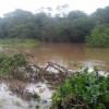 Em Picos, volume do Rio Guaribas aumenta e arrasta passagem molhada