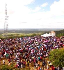 Em Jaicós, tradicional missa de Santa Cruz é celebrada no morro dos Três Irmãos