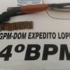 Em Dom Expedito Lopes, uma pessoa é presa por porte ilegal de arma e tráfico de drogas