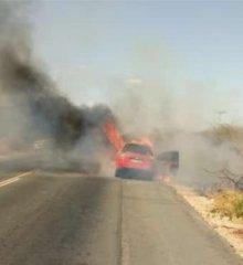 Carro pega fogo às margens da BR-316 próximo ao povoado Km 87 em Francisco Santos
