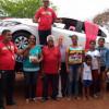 Armazém Paraíba faz entrega de carro a ganhadora de Dom Expedito Lopes