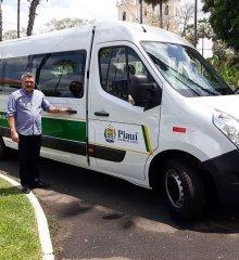 SIMÕES  Em Teresina, prefeito Zé Wlisses recebe mais uma Van para a Secretaria de Saúde