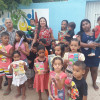SANTO ANTÔNIO DE LISBOA| Em clima natalino, gestão de Welington Carlos entrega brinquedos para crianças carentes do bairro acampamento