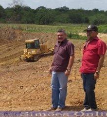 SIMÕES| Prefeito Zé Wlisses da inicio a construção de açude no Sítio Chupeiro