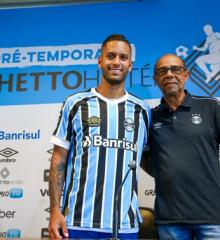 Picoense Rômulo se apresenta no Grêmio e sonha em 'dar a volta por cima' na carreira
