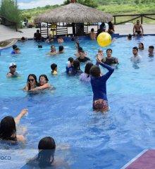 Em prévia do carnaval, orquestra Ribinha Ribeiro anima dia de lazer para o público do Tibungo Park Aquático