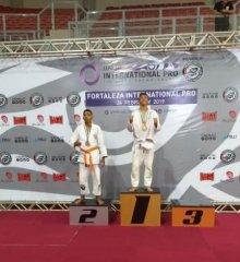 Atletas picoenses conquistam medalhas de ouro e prata em campeonato internacional de Jiu-Jitsu