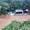 Forte chuva causa estragos e água arrasta carro no Piauí