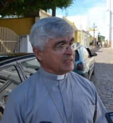 Dom Plínio diz que substituição do piso da igreja de Picos foi um pedido da comunidade católica