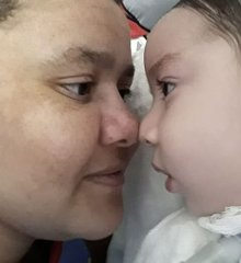 Em Paulistana, Família de bebê com doença rara faz campanha para levá-la casa
