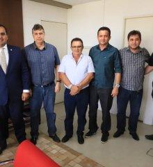 PADRE MARCOS | Em Teresina, prefeito Valdinar Silva cobra retorno imediato das operações carro-pipa junto ao Exército e Defesa Civil
