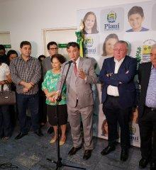 Representando a APPM, prefeito Valdinar Silva participa de solenidade de cooperação entre Sasc e Cepisa para concessão de tarifa social de energia elétrica