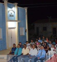 Em Padre Marcos, Missionários Ademir e Maria realizam culto na comunidade Barra com doações de roupas