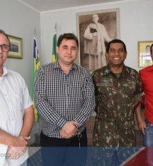 Em Padre Marcos, prefeito Valdinar Silva reúne-se com representantes do Exército para tratar da operação carro-pipa
