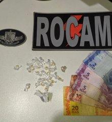 Em Picos, homem tenta engolir droga para fugir de batida policial