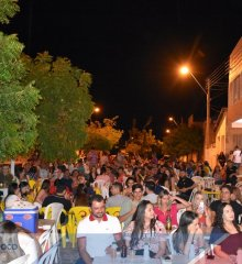 São Julião| Shows com Everton Torres e Roberto Caetano animam o sábado a noite em Samara Lanches
