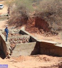 Prefeito Zé Wlisses autoriza a construção de duas passagens molhadas e piçarramento da estrada do Sítio Atacanício