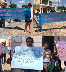 Professores da rede municipal de Patos paralisam atividades e voltam a protestar contra atraso salarial