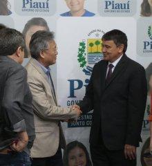 Em PIO IX, grupo empresarial chinês irá investir 65 bilhões em energia renováveis; prefeita Regina se reuniu com o governador Wellington Dias e o grupo empresarial chinês